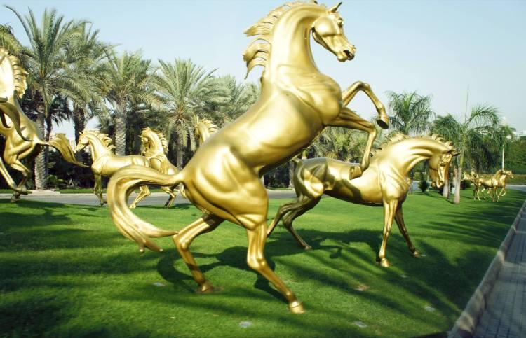 Dubai hotel gold horses