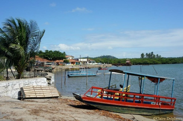 brazil-harbour-red-boat