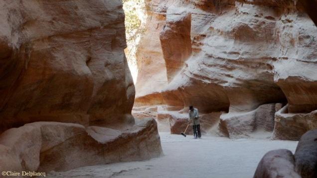 jordan-petra-canyon-cleaner
