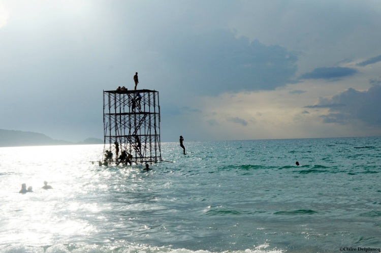 thailand-phuket-sea-jump