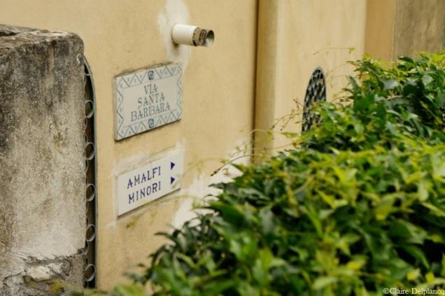 italy-amalfi-coast-ravello-street