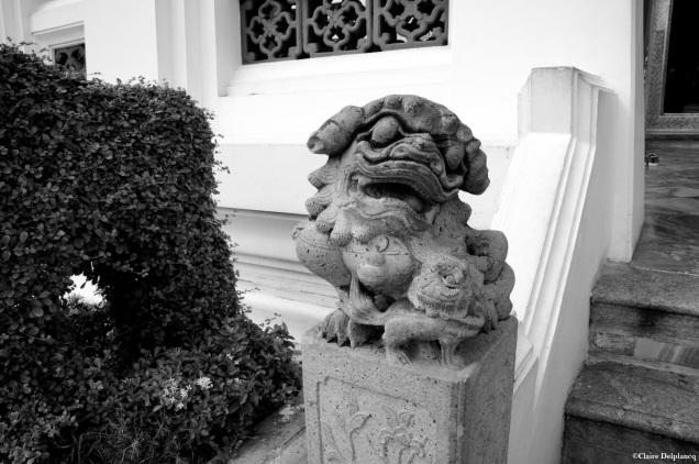 thailand-bangkok-statue-dog