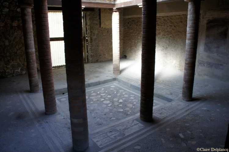 italy-pompei-atrium-column