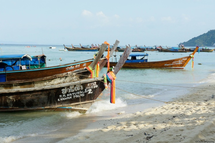 thailand-koh-phiphi-island-long-boats