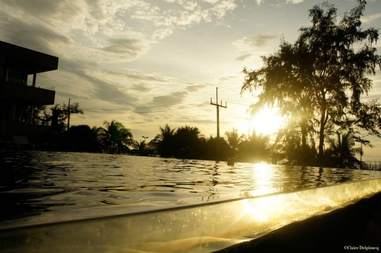 thailand-phuket-sunset-swimming-pool