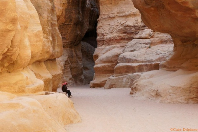 Jordan-Petra-canyon-waiting