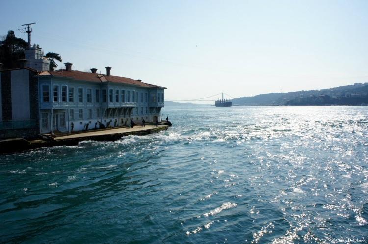 Turkey-Istanbul-sunny-bank-Bosphorus