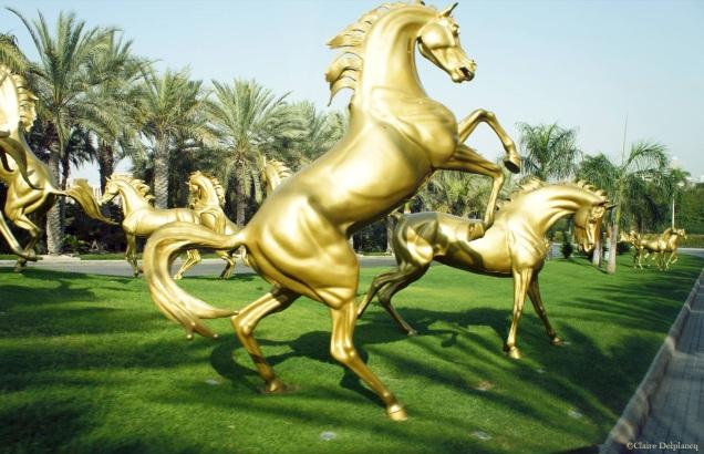 UAE-Dubai-hotel-gold-horses