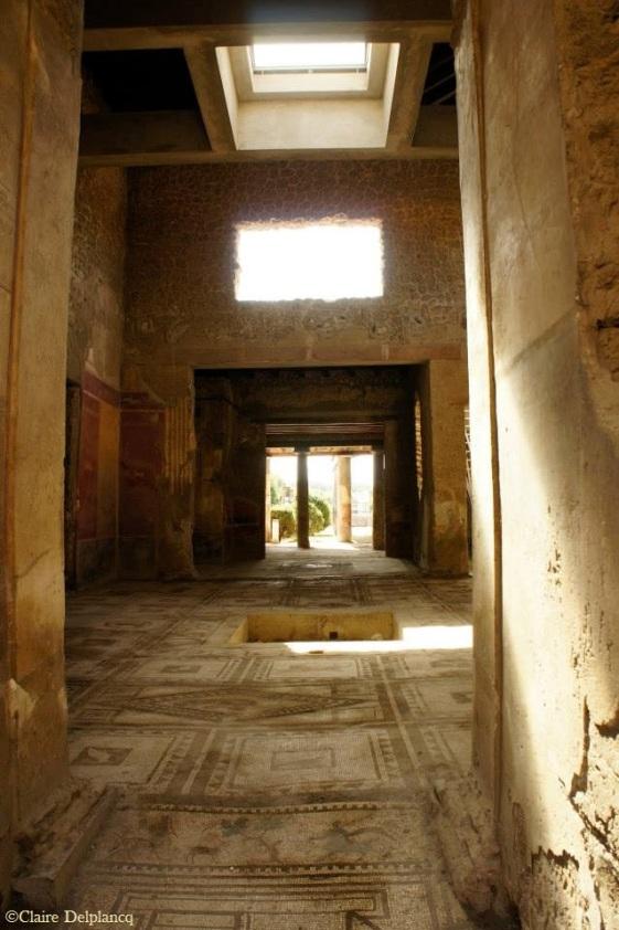 Italy-Pompei-atrium-light