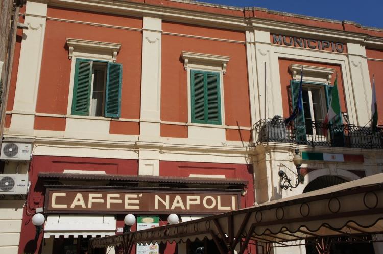 Monopoli cafe