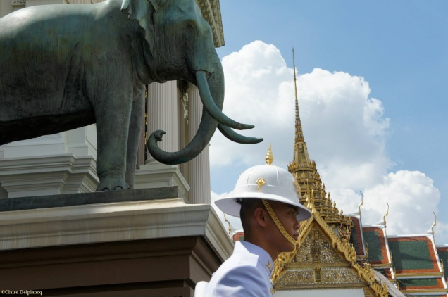 Thailand-Bangkok-palace-guards
