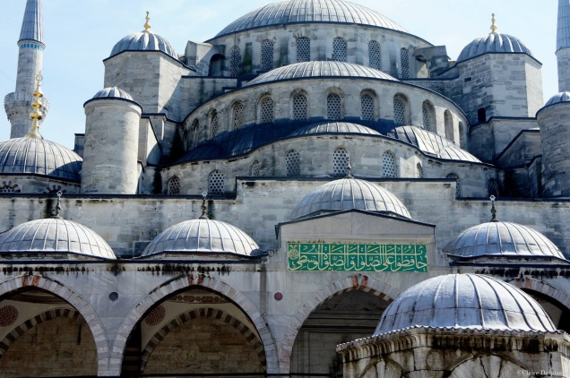 Istanbul-blue-mosque-entrance