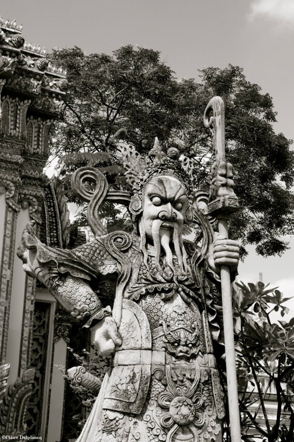 Thailand-Bangkok-statue-black-and-white