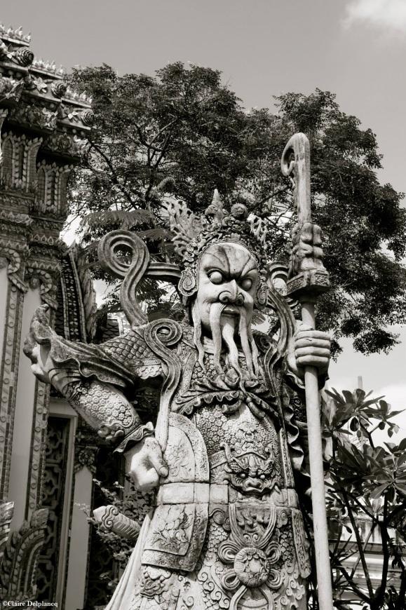 Thailand-Bangkok-statue-black-and-white
