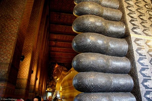 Thailand-Bangkok-Wat-Pho-leaning-buddha-feet