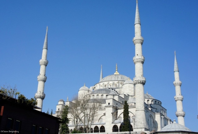 Istanbul-Blue-Mosque-outside