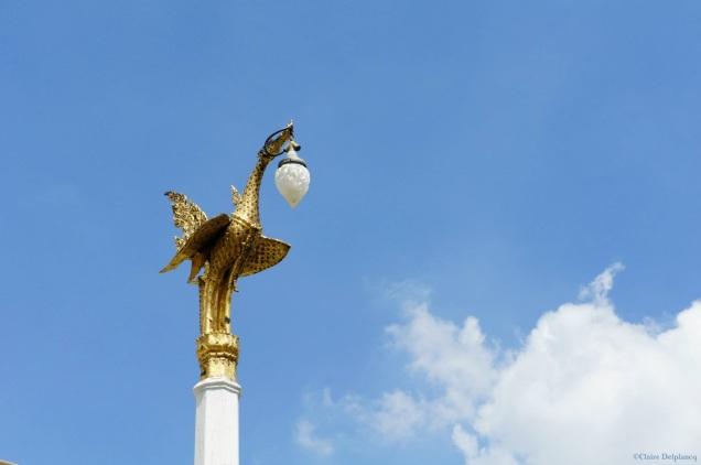 Thailand-Bangkok-Wat-Pho-gold-stork