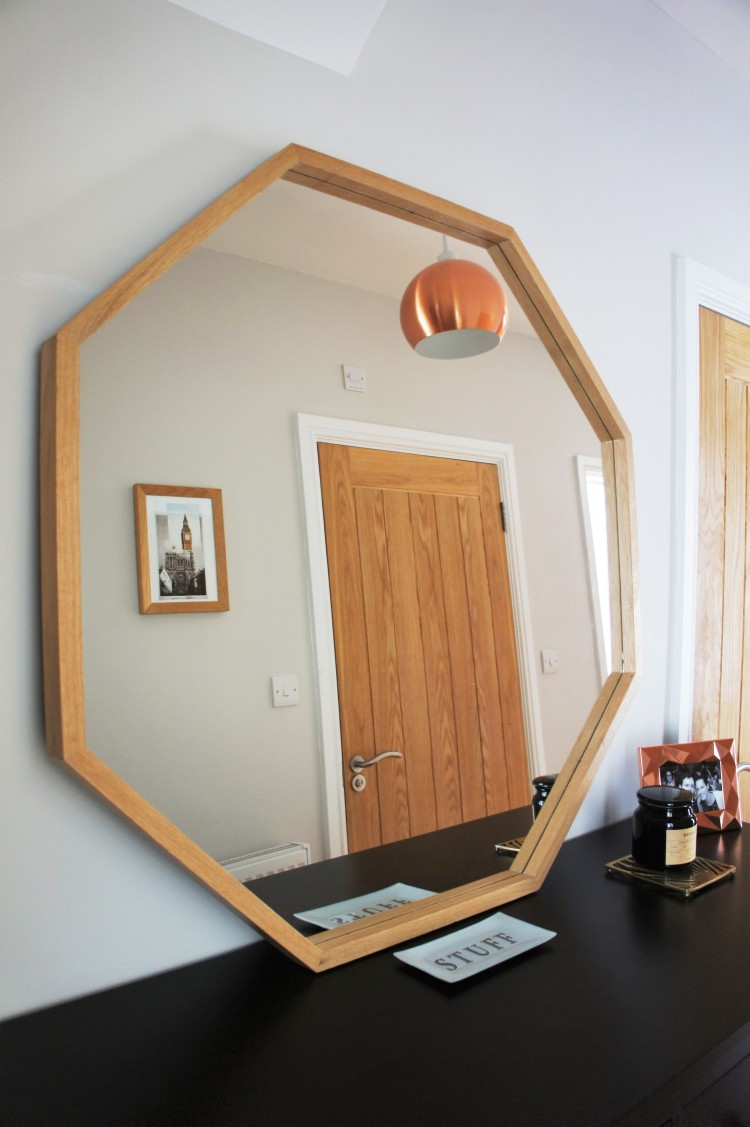 Octagon mirror - 5 tips to easily save money when decorating your home