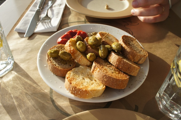 Roca Cookery bread olives