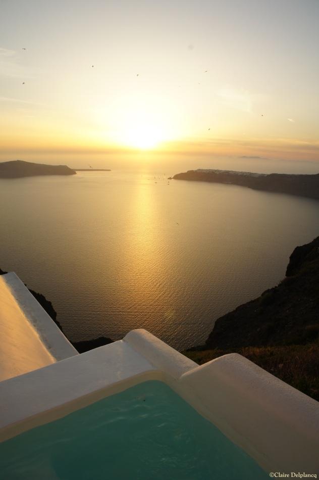 Plunge pool Santorini Caldera