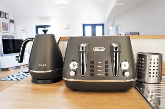 De'Longhi kettle and toaster