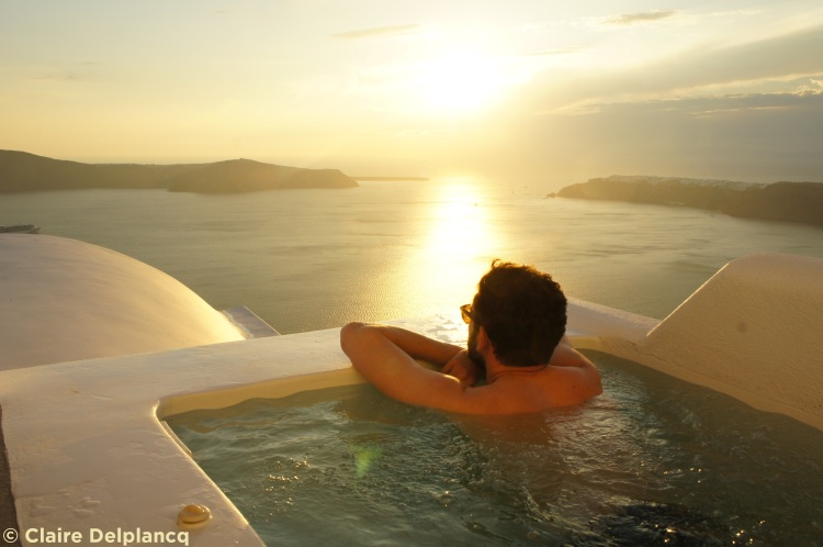 Plunge pool sunset in Santorini
