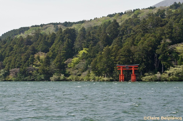 Floating torii gate in Hakone