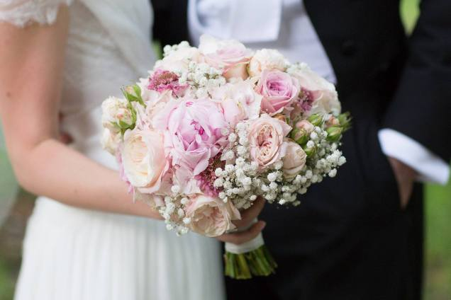 White pink bridal bouquet