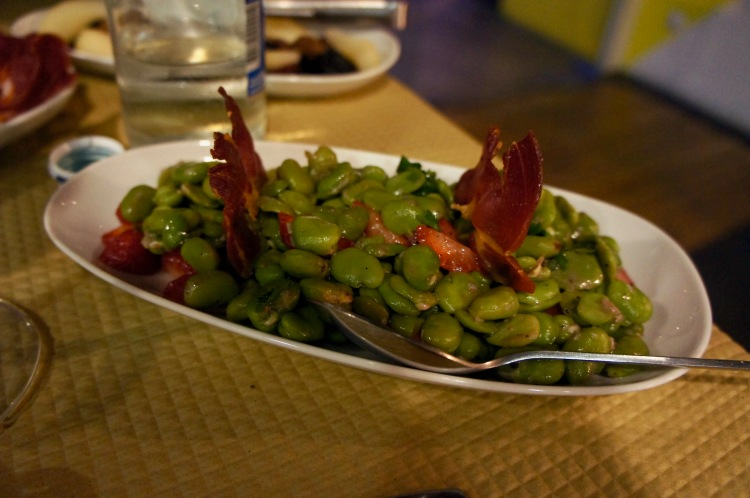 Broad beans with strawberries and grilled smoked ham at Banca de Pau in Lisbon