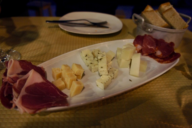 Mixed charcuterie and cheese platter at Banca de Pau in Lisbon