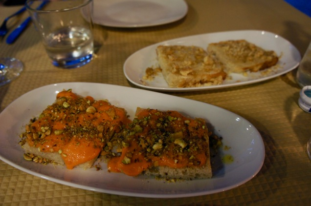 Tomatomousse and pistachios toats and cheese and walnuts toasts at Banca de Pau, Lisbon