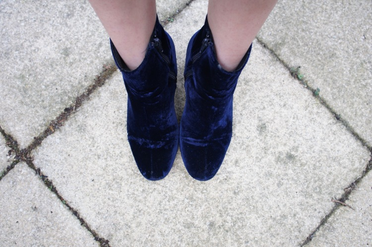 Dune Pebble boots navy velvet