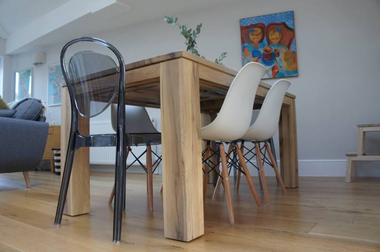 Eiffel Dwell chairs - 5 tips to easily save money when decorating your home