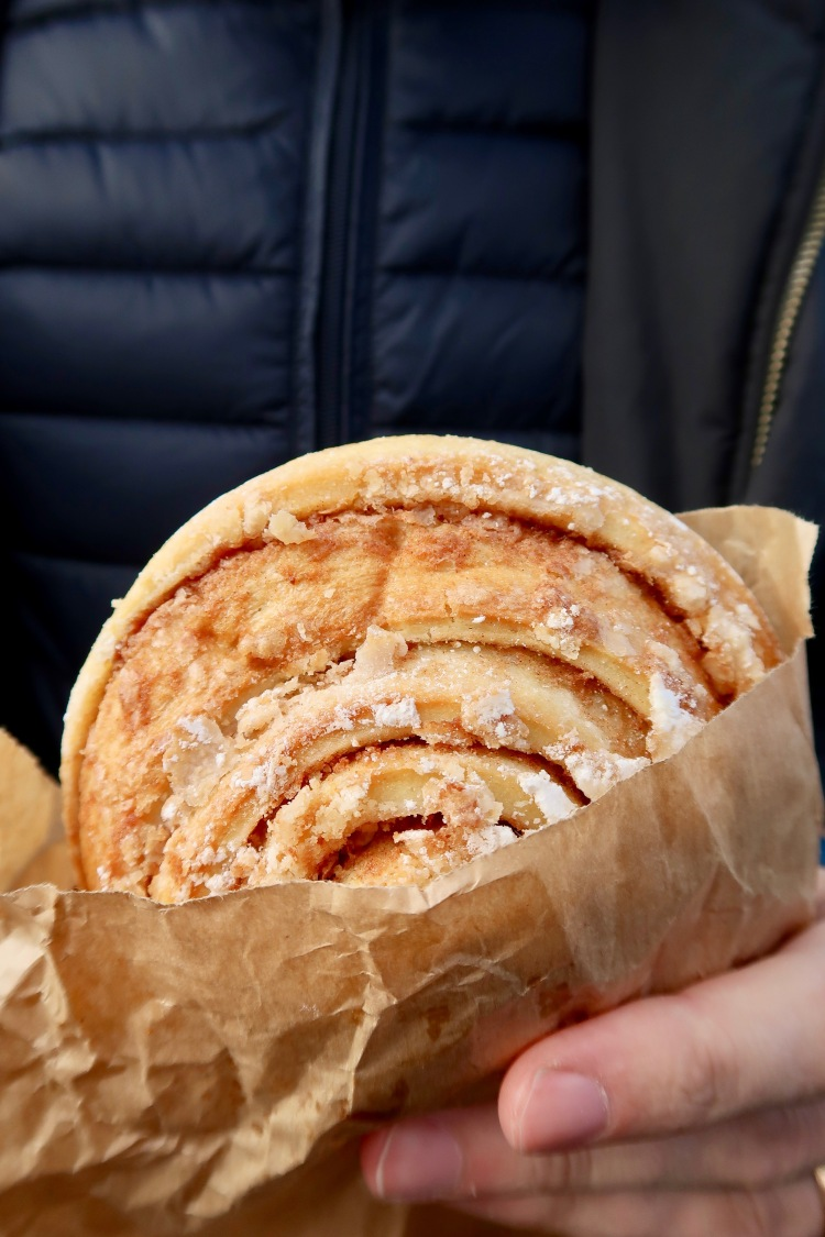 Cinnamon roll Braud & Co Iceland