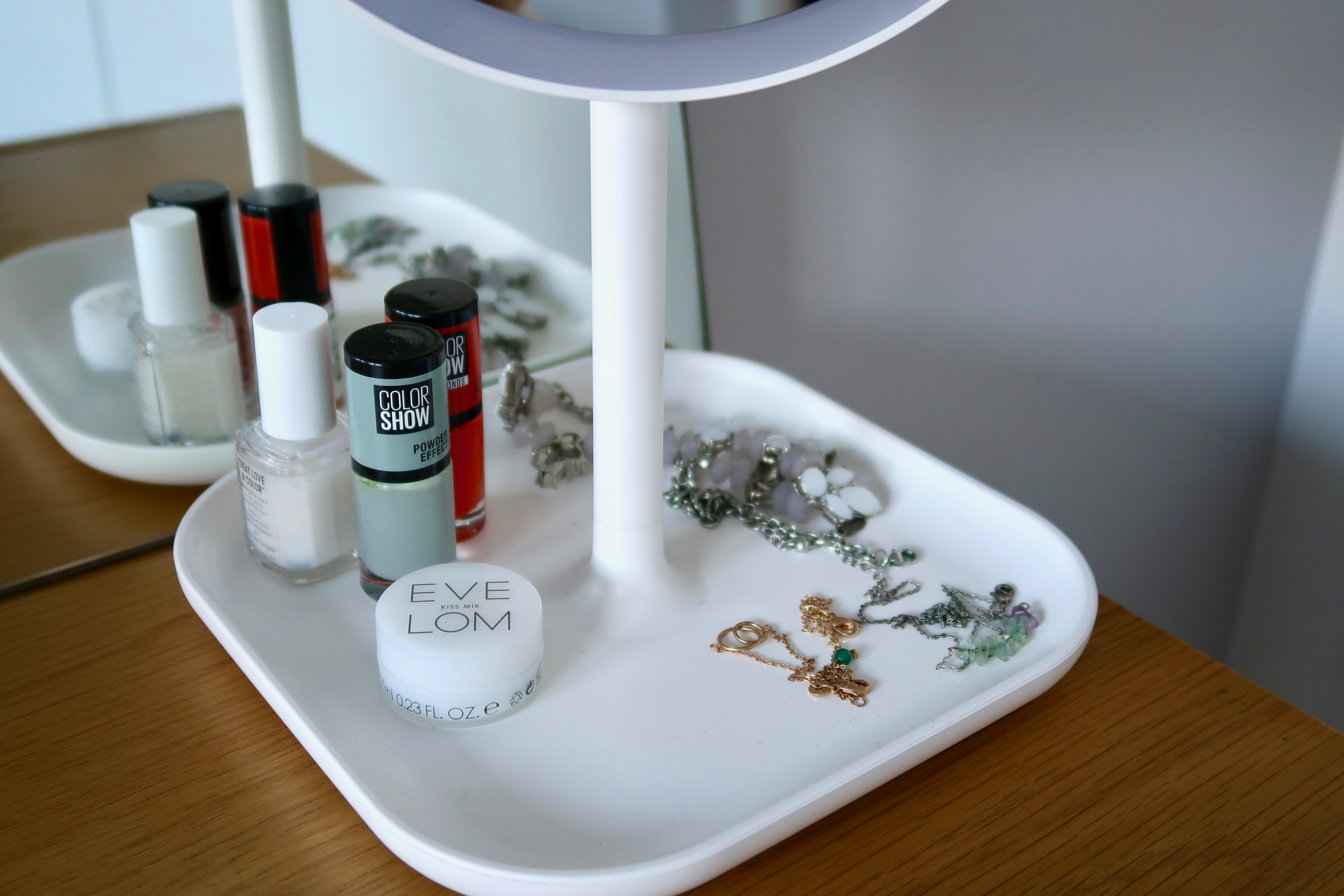 Beautify Illuminating makeup mirror